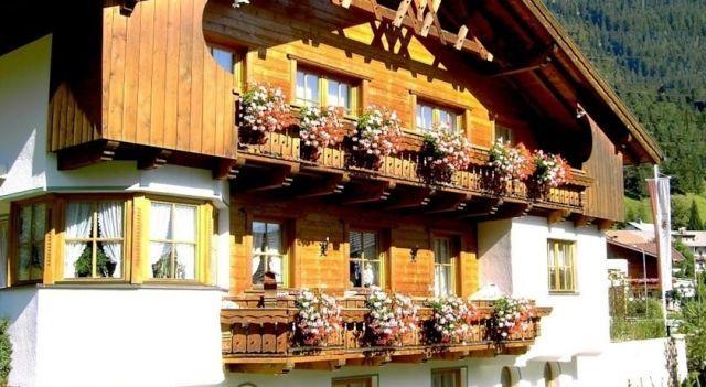 Am Mühlrain - #Apartments - EUR 80 - #Hotels #Österreich #SanktAntonAmArlberg http://www.justigo.at/hotels/austria/sankt-anton-am-arlberg/am-ma1-4hlrain_41484.html
