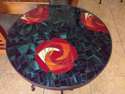 Mesa hecha con vidrios tifany