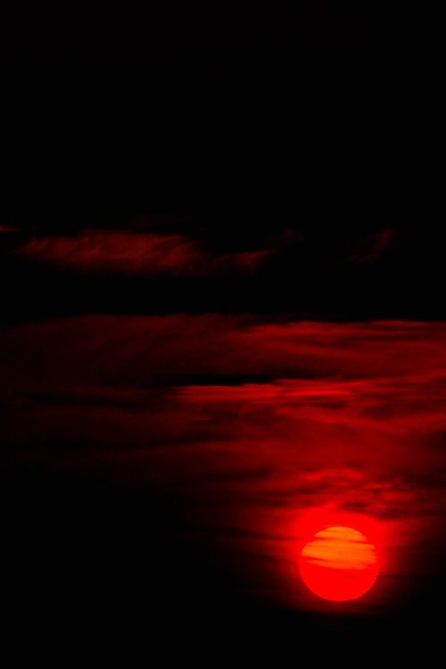 red moon at night meaning - photo #22