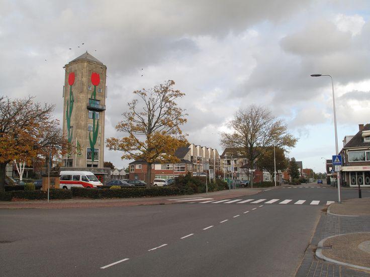 Ik ben geboren in Roelofarendsveen. Bijna al mijn vrienden wonen hier dus het is hier altijd supergezellig.