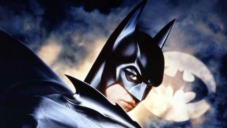Vollmond verursacht bizarre Träume-Eine britische Studie hat kürzlich bei einem Experiment mit 1.000 Freiwilligen herausgefunden, dass Vollmond auch für bizarre Träume verantwortlich ist. Die Probanden erzählten von Träumen als Batman, Drachenfliegen und Kaffeeklatsch mit George Clooney. Auch dafür soll das Hormon Melatonin verantwortlich sein, so der Psychologe Wiseman. Die Hirnaktivität der Testpersonen zeigte, dass die Länge des Tiefschlafs abnahm.