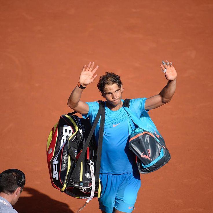 Road to #Ladecima 2015: Novak Djokovic devient le 2e joueur à battre Rafael Nadal à Roland-Garros. En quart de finale, il n'a pas trouvé les solutions pour s'adjuger un 10e titre. 2016 : Avant le 3e tour, Rafael Nadal annonce son forfait à cause d'une blessure au poignet. 2015: Novak Djokovic becomes the second man to defeat Rafael Nadal at Roland Garros. In the quarter-final, the King of Clay wasn't able to master his best to go get a 10th title. 2016: Before the 3rd round, he had to…