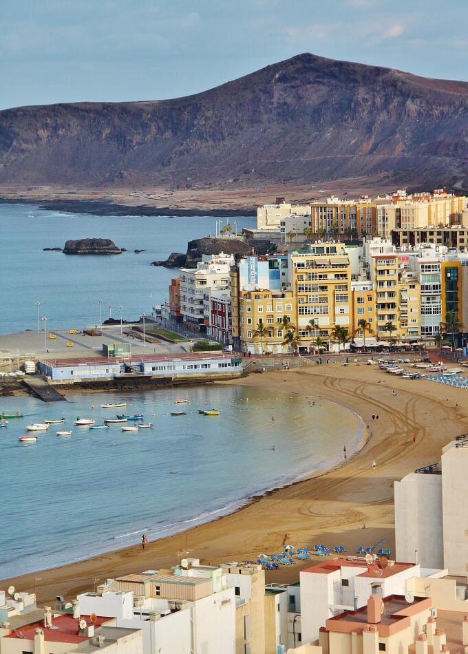 Las Coloradas Tras La Playa De Las Canteras En Las Palmas De Gran Canaria Isla Canarias Archipielago Canario Islas Canarias