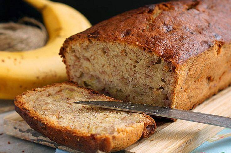 Банановый хлеб   Потрясающе нежный банановый хлеб, с интересной корочкой снаружи и мягкой начинкой. Безумно ароматный и исчезающий за минуты.  Готовится он, кстати, очень быстро.