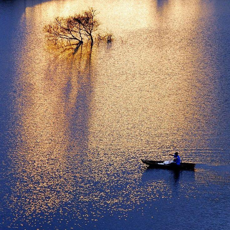 ~ sur les flots ~ #lake #serenity #sunset