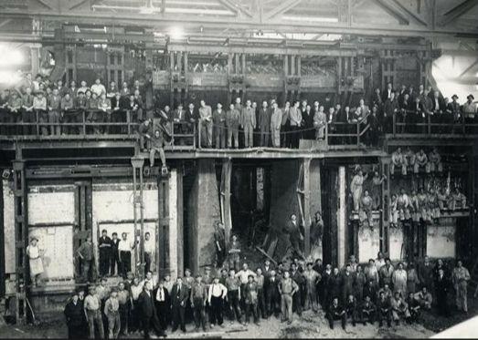 het gehele personeel van de Utrechtse Staalfabriek Demka  rond 1946-1950.