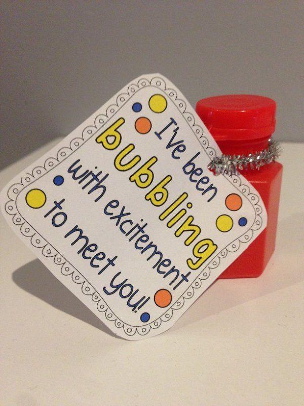 A cute welcome to school gift for your students!Attach the tag to a small bottle of bubbles and leave on your students' desk or give it to them on the first day.I hole punched the tag and attached the
