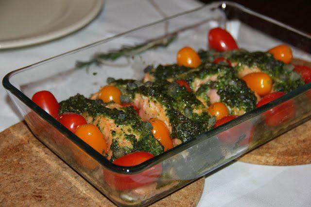 Zalm uit de oven met homemade pesto en tomaatjes