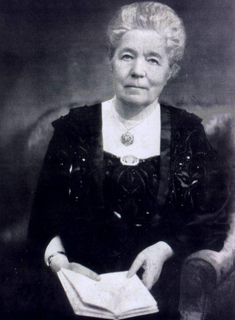 Selma Lagerlöf (Suecia 1858 - Suecia 1940), poeta y profesora. Describió en su obra escrita la vida de los campesinos y la naturaleza nórdica, inspirada en los mitos, la historia y el folclore, con gran fortaleza ética y un profundo sentimiento religioso. Le otorgaron el Premio Nobel de Literatura en 1909
