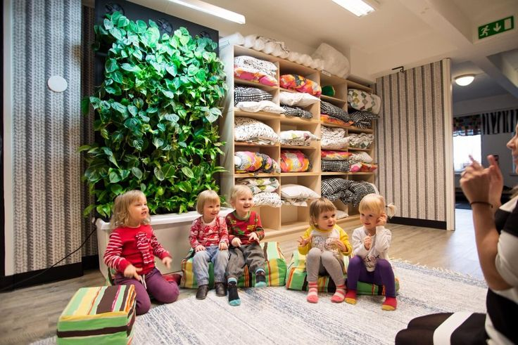 Storytime before bed. Naava smart green wall with the kids.