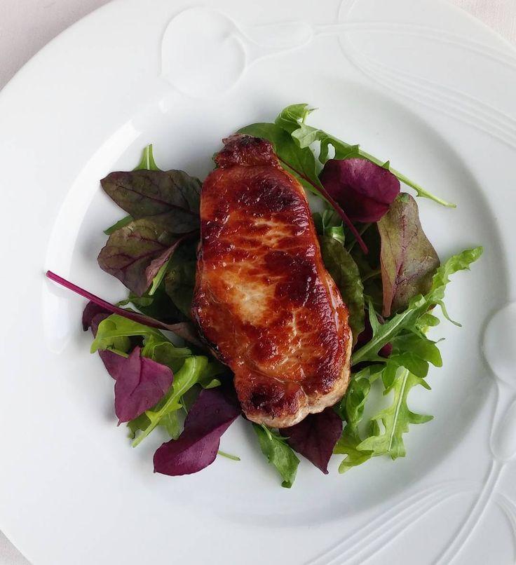 Possun ulkofileetä ja salaattia. #itsetehty #ruokablogi#possu#lounas #ruoka#kotiruoka #herkkusuu #lautasella#salaatti#ketodieetti #Herkkusuunlautasella#ruokasuomi