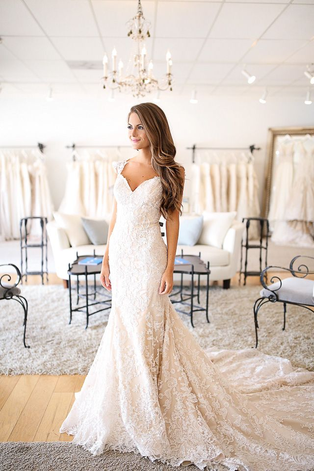 Happy Monday, friends! Today's post is really exciting (and emotional) for me because I'm sharing my experience trying on wedding dress...