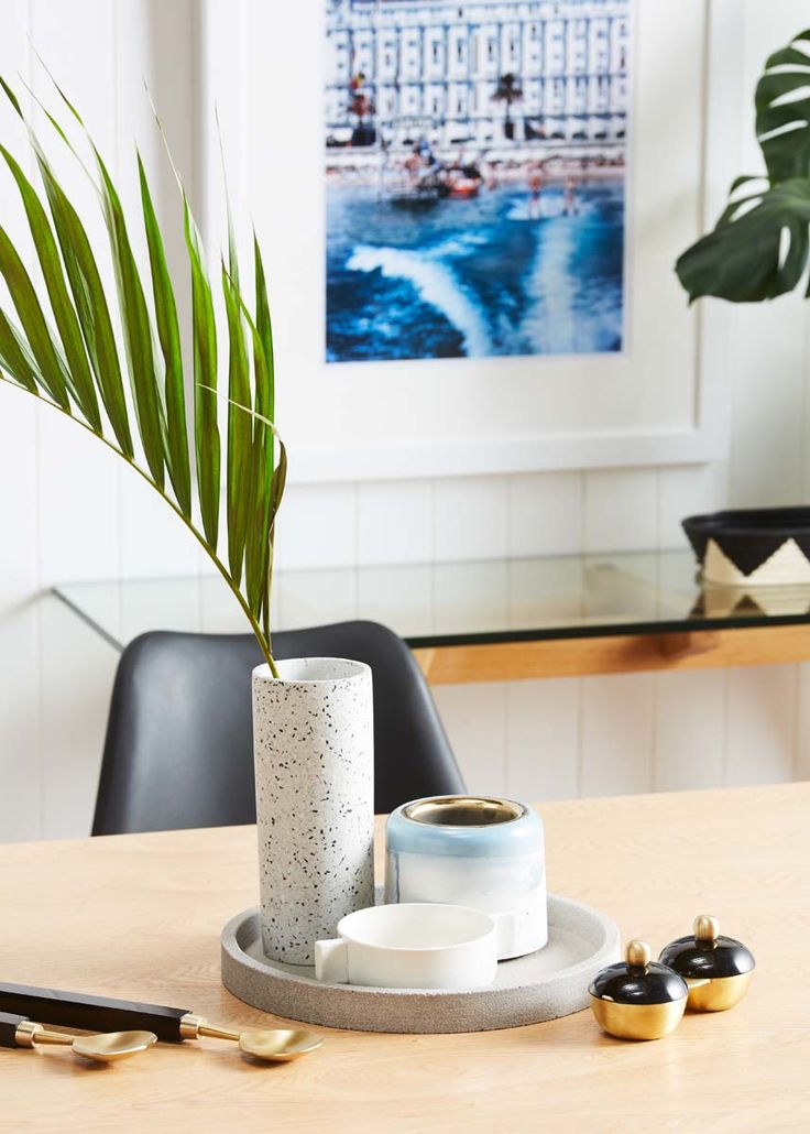We love these dining details, keep the colour to a minimum and layer up materials like concrete, terrazzo, ceramic, resin and brass.