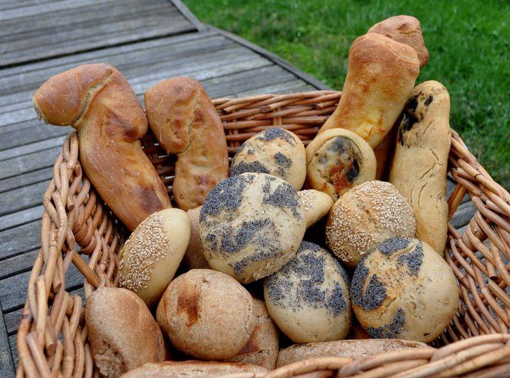 Cesta de panes para el día de Navidad