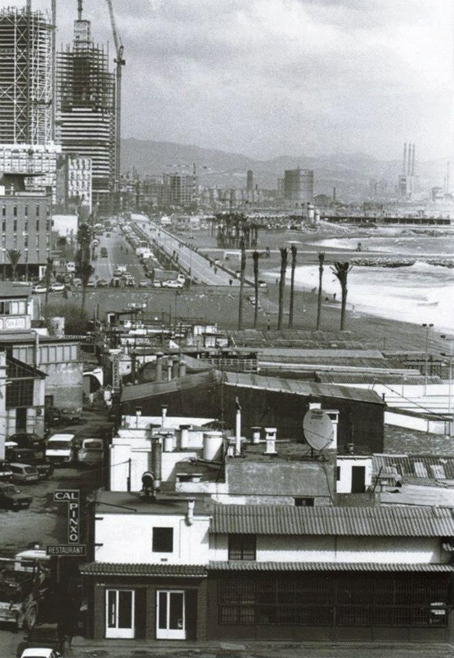 Construcción de la Villa Olímpica 1991, al fondo las torres Mafre y hotel Arts. BARCELONA ANTIGUA Y DESAPARECIDA...8-06-2013...