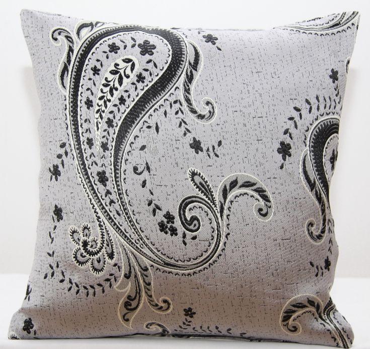 Szare poszewki ozdobne na poduszki we wzory