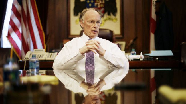 """Alabama Gov. Robert Bentley's (R) campaign committee spent a whopping $1,732.68 on """"cell phones and prepaid wireless"""" at a Best Buy in 2015, according to campaign finance reports acquired by AL.com.  The charges lend credence to the publication's Thursday story alleging that the governor used burner phones to communicate with a former top aide with whom he's been accused of having an affair."""