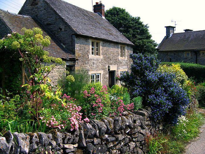 THe Beauty of English Gardens  - England Gardens - Cottage Garden in Tissington, Derbyshire  17