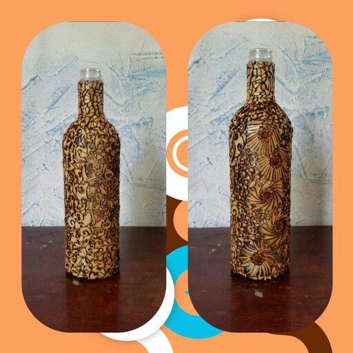 Cubriendo botella con recortes de mdf