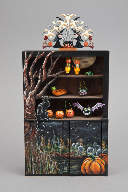 Good Sam Showcase of Miniatures: At the Show - Halloween Collectibles.