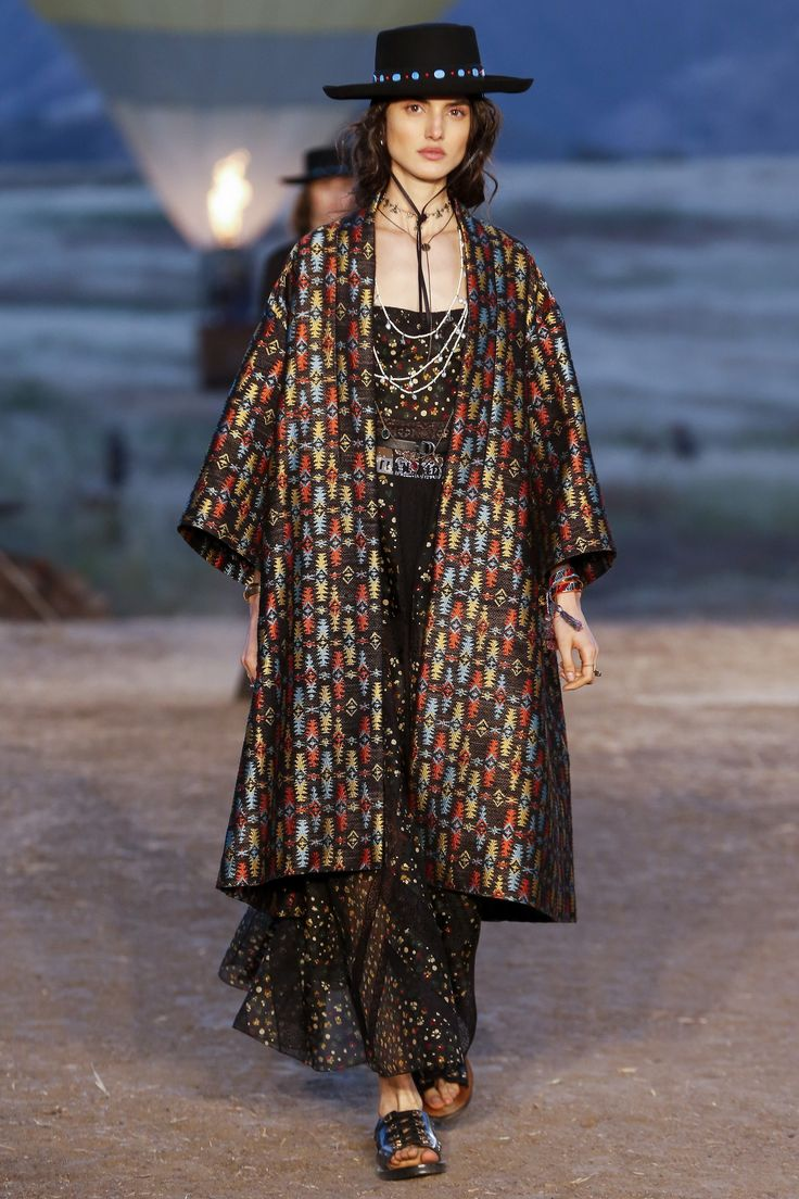Dior aposta em navajo artsy para desfile de resort 2018, em Los Angeles - Vogue | Desfiles