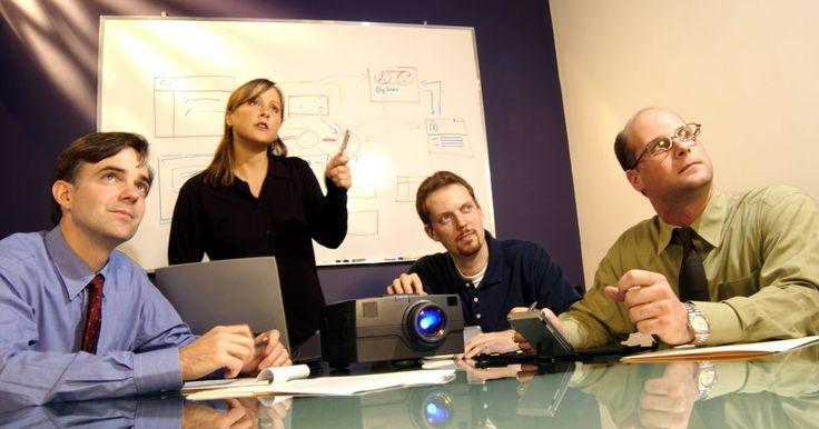 Instrucciones del proyector Optoma. Si tienes que hacer una presentación a un grupo grande de personas, un proyector Optoma puede generar una experiencia mejor. A través de la conexión del mismo a la computadora, puedes reproducir películas o presentaciones de diapositivas contenidas en el disco duro en una mayor escala proyectándolas en una pantalla o en la pared. Al igual que ...