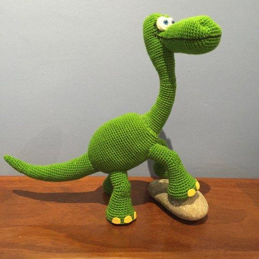 Dinosaurio Arlo - Patrón de El Viaje de Arlo - Needle & Noodle