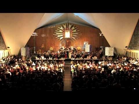 Concierto Decembrino Temporada SAS-ISIC. El tradicional concierto decembrino de la temporada de otoño SAS-ISIC 2012 estuvo a cargo de la dirección musical del maestro Gordon Campbell, la Orquesta Sinfónica Sinaloa de las Artes (OSSLA) y la participación del Taller de ópera de Sinaloa, de los coros: Vocacional del Instituto Sinaloense de Cultura (ISIC) y de la Comunidad de Culiacán. En el siguiente video interpretan el Aleluya de Haendel.(5 Diciembre 2012)