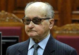 25-May-2014 18:11 - GENERAAL JARUZELSKI (90) OVERLEDEN. De laatste communistische leider van Polen, generaal Wojciech Jaruzelski, is overleden na een lang ziekbed. Vorige week werd hij in het ziekenhuis opgenomen na een herseninfarct. Hij was 90. Jaruzelski was in Polen aan de macht tussen 1981 en 1990. Een van zijn eerste daden als premier was het afkondigen van de staat van beleg. Ook liet hij Lech Walesa van de vakbondsbeweging Solidariteit arresteren. Twee jaar later werd de staat...