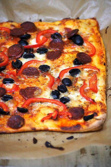 Thermomix przepisy. Pikantna pizza z chorizo.