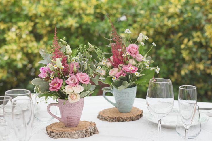 Tazas pintadas de colores decapados, para decorar mesas en eventos.  #Tazas #pintadas #colores #decapados, #decorar #mesas #eventos