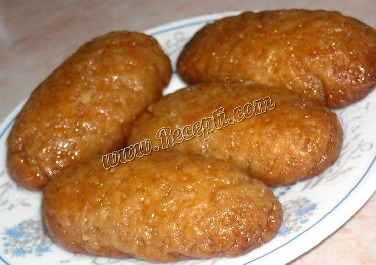 Recept za Posne urmašice. Za spremanje kolača neophodno je pripremiti ulje, vodu, brano, prašak za pecivo, šećer i limun.