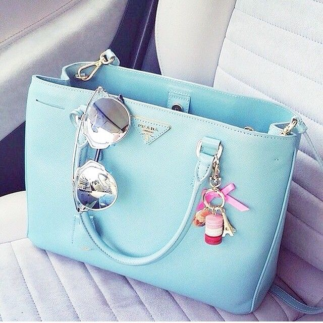 Blue Prada, Dior shades                                                                                                                                                                                 Más