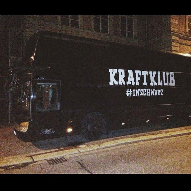 """From """"Kraftklub - Konvoi in schwarz - Das Tourtagebuch - Köln, 11.09.2014"""" story by RedBullGER on Storify — https://storify.com/RedBullGER/kraftklub-konvoi-in-schwarz-das-tourtagebuch-koln"""