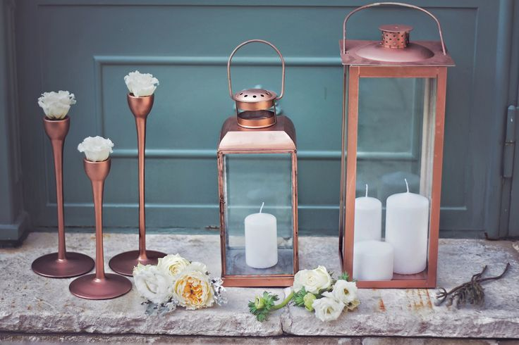 Weddings lit by candles are almost always the most romantic celebrations. Decorating with lamps and lanterns at your wedding is the best idea.