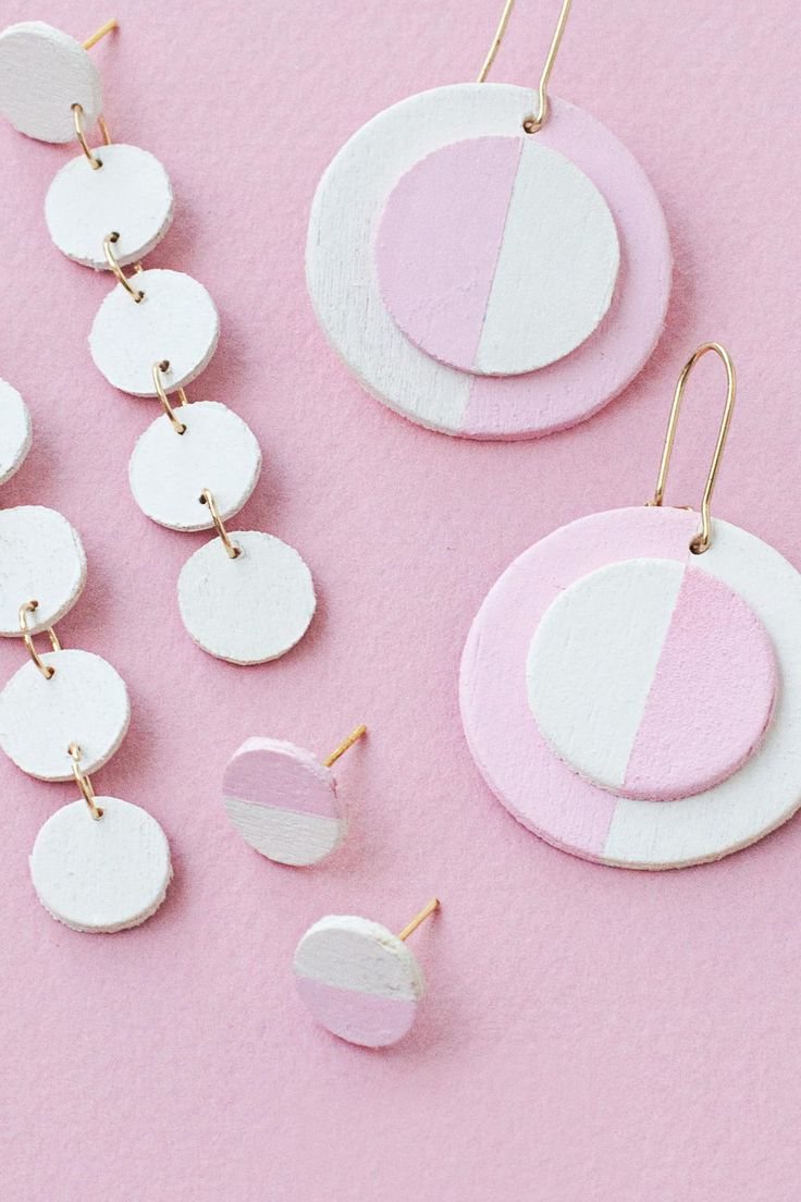 DIY Wooden Circle Earrings | Switch up your look with these bright and colorful earrings!