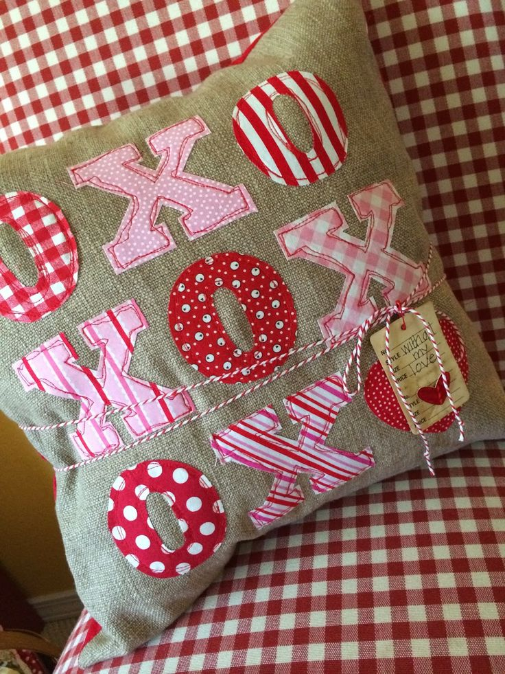 Valentine pillow at Holly Creates