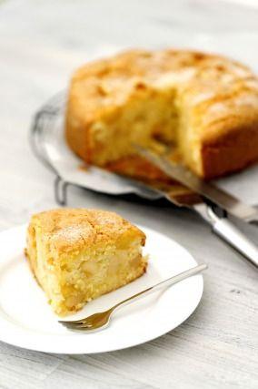 """750g vous propose la recette """"Gâteau au yaourt et aux pommes"""" publiée par angeliyM."""