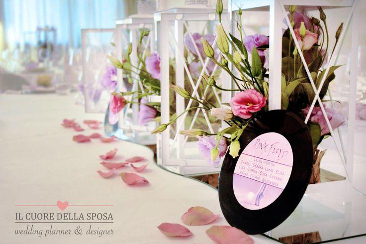Il tavolo degli sposi. Allestimento con dischi di vinile. 45 giri. Il Cuore della Sposa, wedding planner & designer www.ilcuorewedding.eu