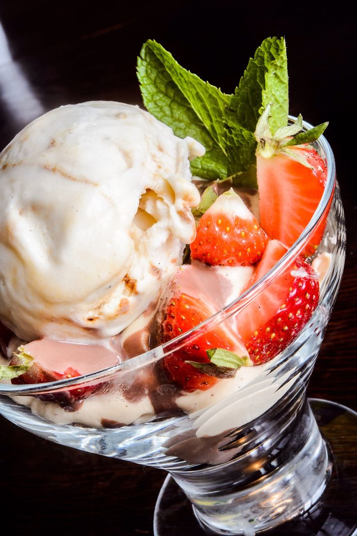 Our Banana split dessert is a total sugar rush with our own Banana split ice cream, blonde chocolate mousse, chocolate sauce and fresh summer strawberries and cantaloupe melon!