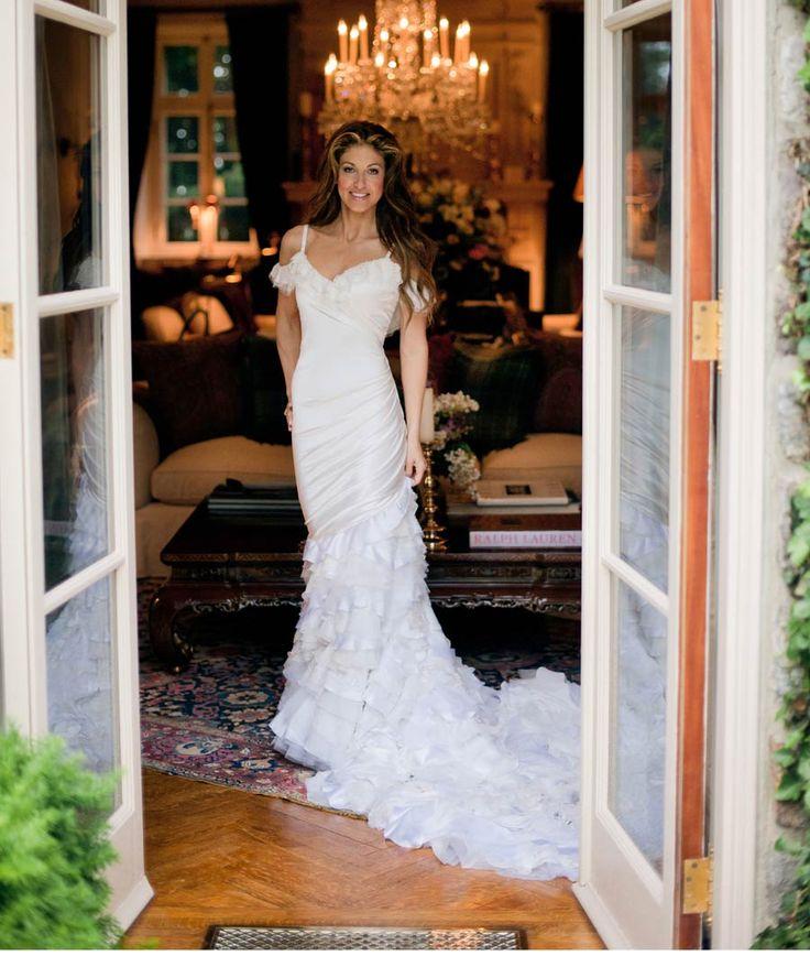 #DylanLauren 's wedding gown designed by her father # ...
