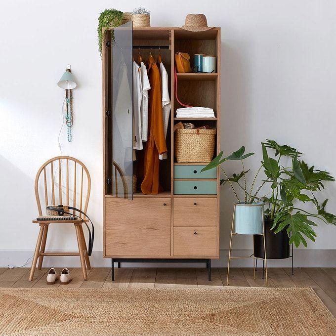 Petite Penderie Deco Et Pratique Chambre En 2020 Decoration Maison Idee Deco Studio Decoration Appartement