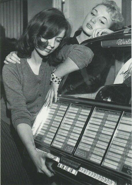 indypendent-thinking:  Jukebox c1950s