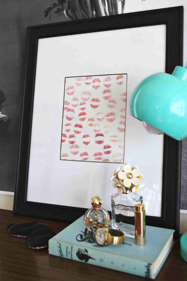 Christmas Gifts for Boyfriend! Lipstick Art | http://diyready.com/24-diy-gifts-for-your-boyfriend-christmas-gifts-for-boyfriend/
