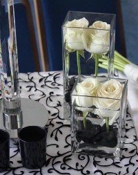 This is a beautiful elegant centerpiece, great for a black and white event.