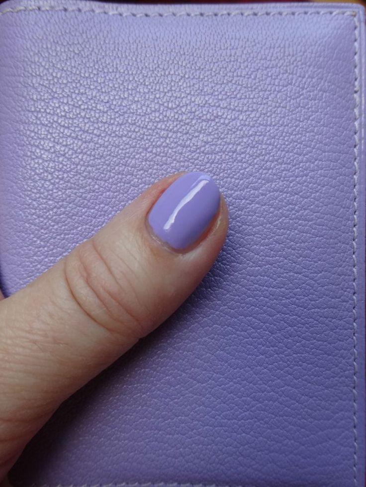 :-) just cosmetics gummies nail polish in 080 tasty blueberry and matching Hermès Petit Modèle Agenda :-)