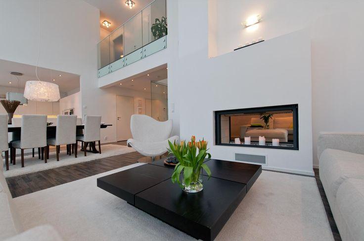 Olohuone, valkoinen, korkea, takka, lasikaide,