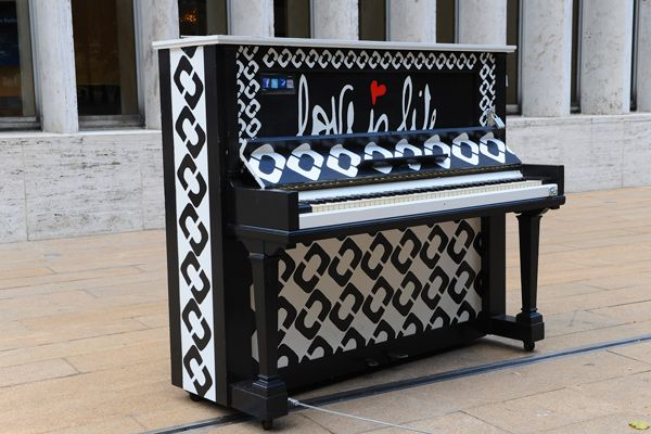 Sing For Hope Kate Spade Isaac Mizrahi And Diane Von Furstenberg Have Designed Pianos For