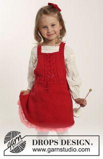 """Settet består av: Strikket DROPS kjole i """"Cotton Merino"""" med hullmønster og rillestrikket hårsløyfe i """"Cotton Merino"""". Str 1 mnd - 6 år ~ DROPS Design"""