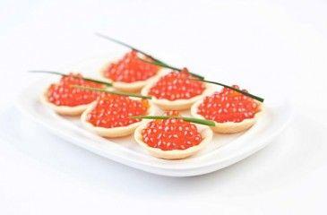 Бутерброды с икрой красной или черной - как красиво украсить и подать к праздничному столу
